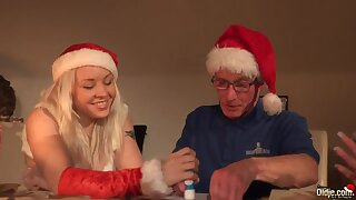 Nerdy man gets awesome Xmas gift as A two babes work on his strong cock