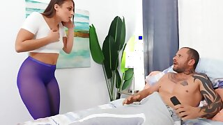Young beauty makes boyfriend happy by letting drill her asshole