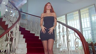 Gorgeous perforator babe Agatha is posing on chum around with annoy stairway